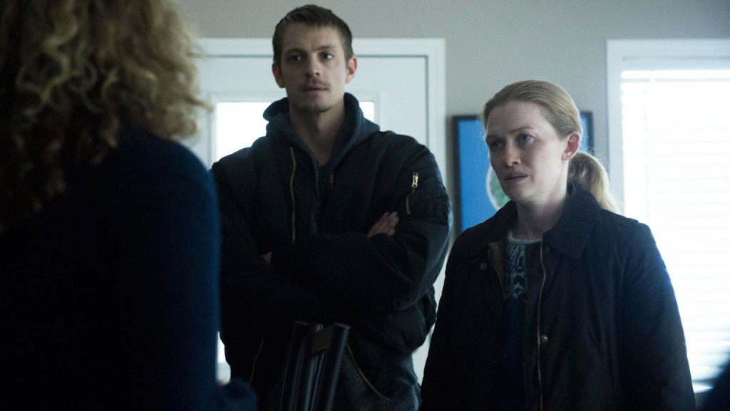 Stephen Holder (Joel Kinnaman) and Sarah Linden (Mireille Enos) - The Killing _ Season 3, Episode 12 - Photo Credit: Carole Segal/AMC